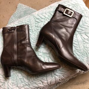 Cole Haan sz 8 brown leather side zip ankle boots